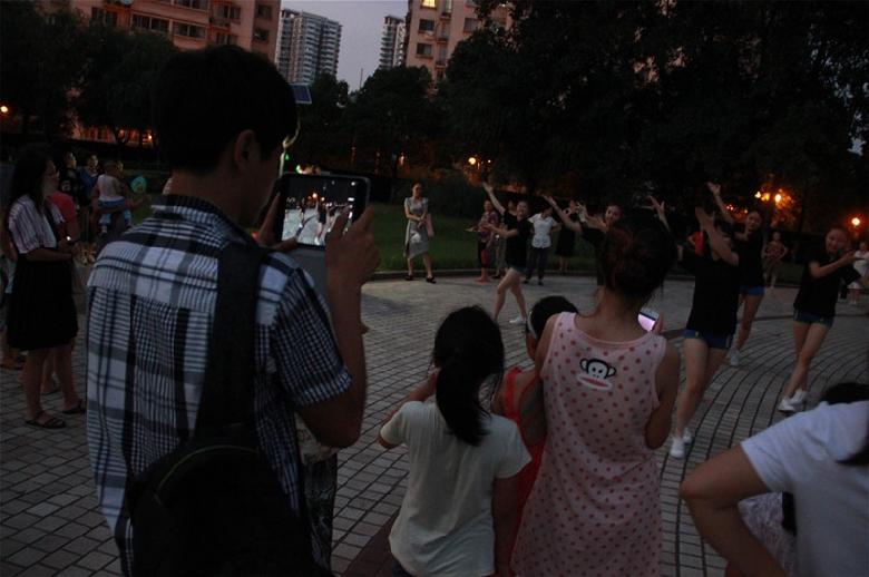 纳尼?美女们也跳广场舞神曲《小苹果》! 茶友