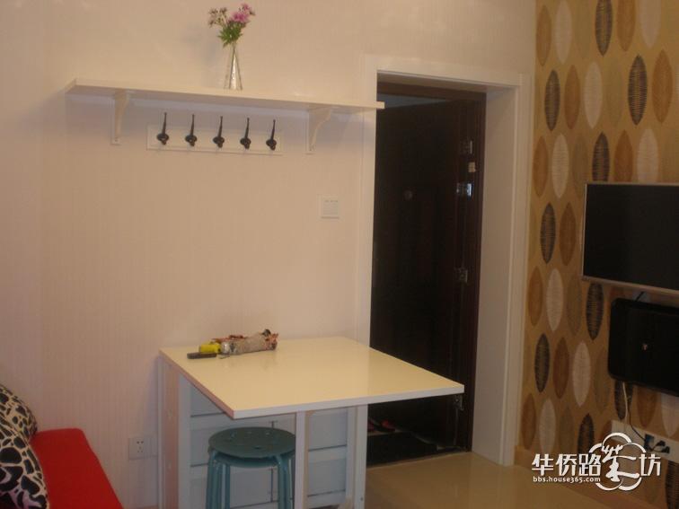小户型客厅装修选择折叠餐桌的优势介绍