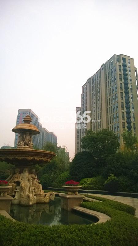 2014年11月底中国铁建国际城项目实景--园区中央景观
