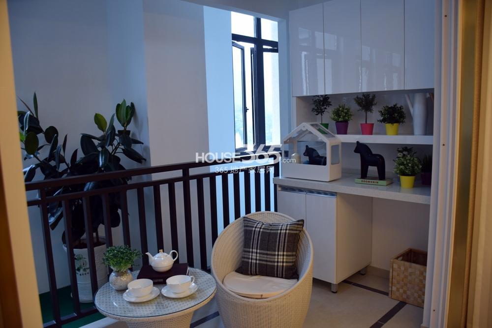 银亿东城C1户型样板间——阳台
