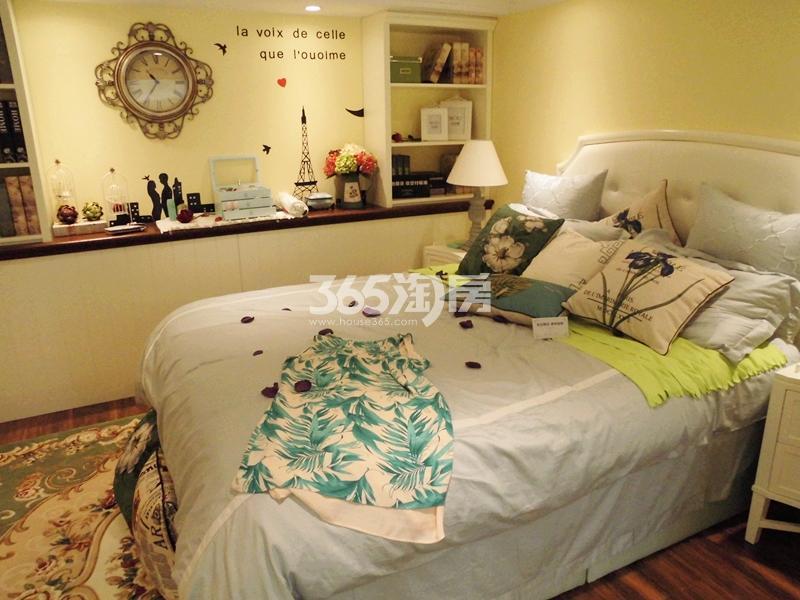 F户型卧室