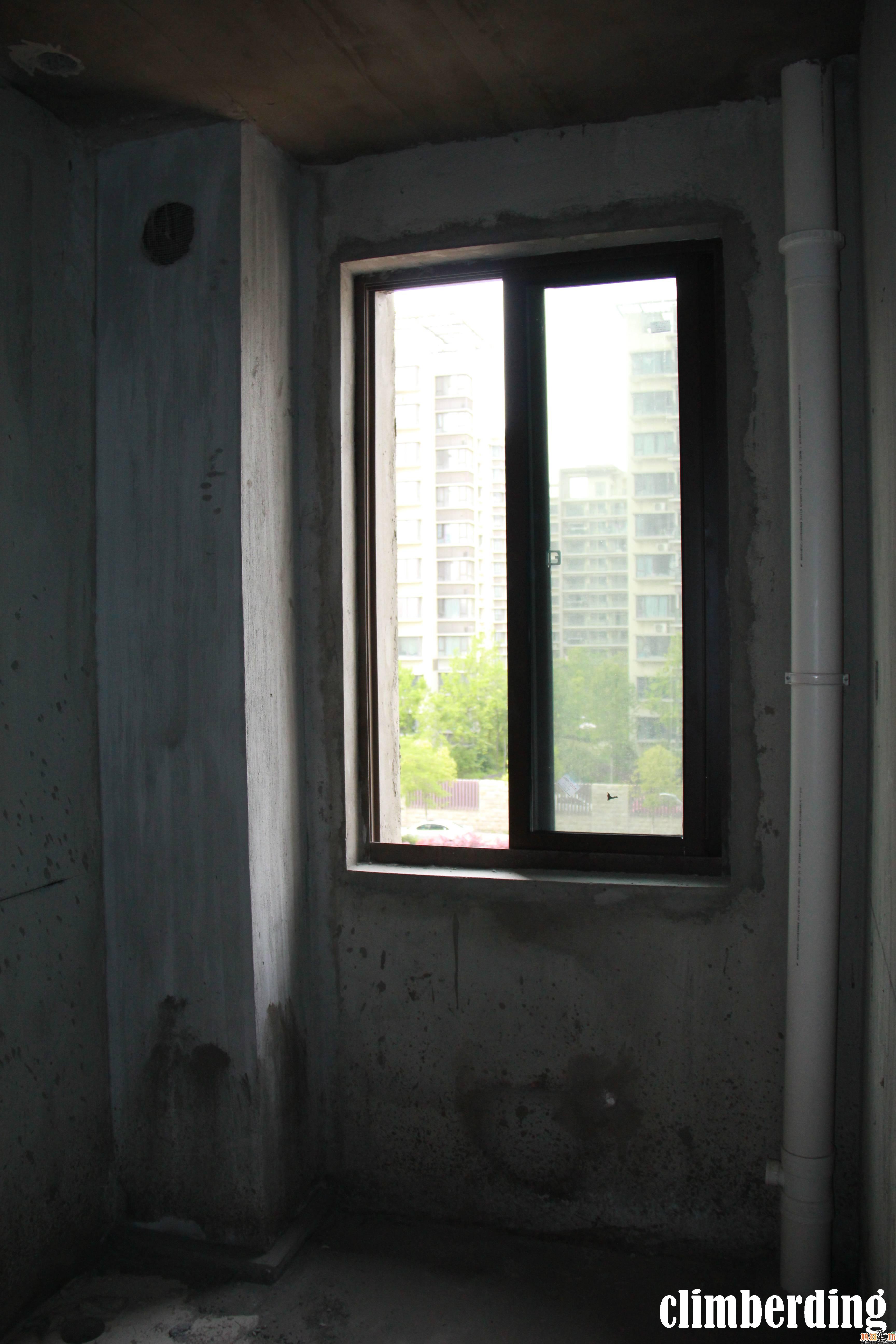 厨房,有个烟道的拐角,不太好设计装修啊!