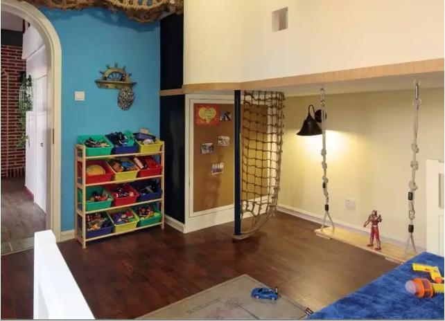 家庭木板做隔断效果图